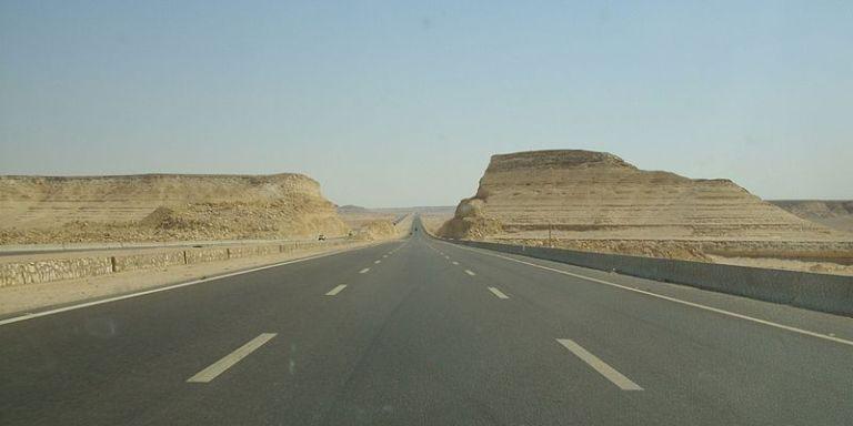 Al_Gesh_Road,_Sahara_-_panoramio